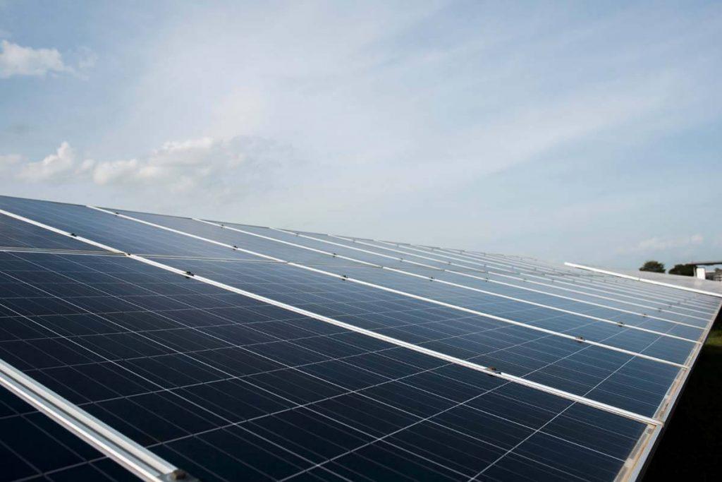 Installare pannelli fotovoltaici per aziende è più conveniente che mai.